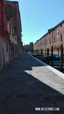 Even in Venice, you can find yourself alone - Fondamenta Rio della Tanna, around the Arsenale